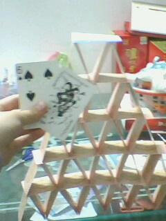 用扑克牌搭塔,进来看看嘞图片