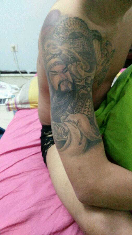 后背纹身关公囹�b_背部关公龙纹身图案
