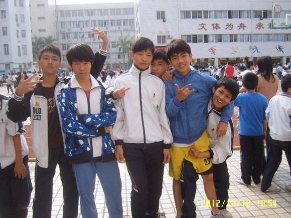 ≮求珠海新世纪学校校服照片≯