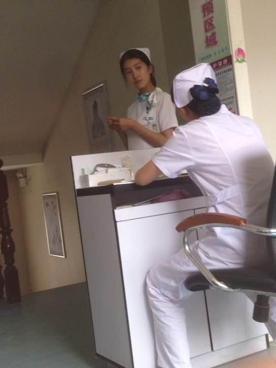 偷拍美女护士教病人做爱视频_回复:【直播】在医院偷拍护士