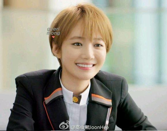 高俊熙她很漂亮短发笑分享展示图片