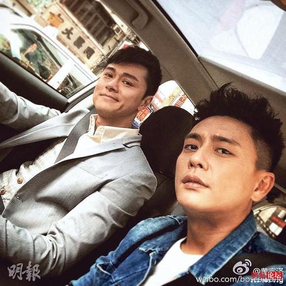 黄宗泽(右)跟黄浩然(左)首日开工拍摄《警犬巴打》,原来自拍也是犯规