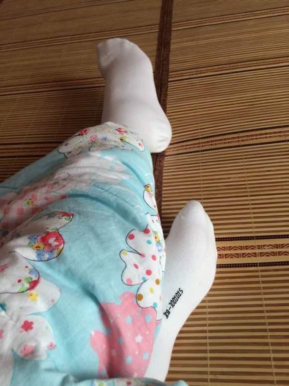 回复:挠贵族女生白袜脚帖子【挠白袜吧】_百度贴吧