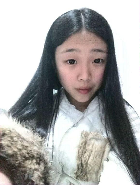 女生圆脸齐刘海直发发型(2)图片