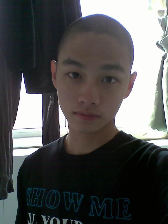 现在剃了个光头.我这种脸留什么发型好?