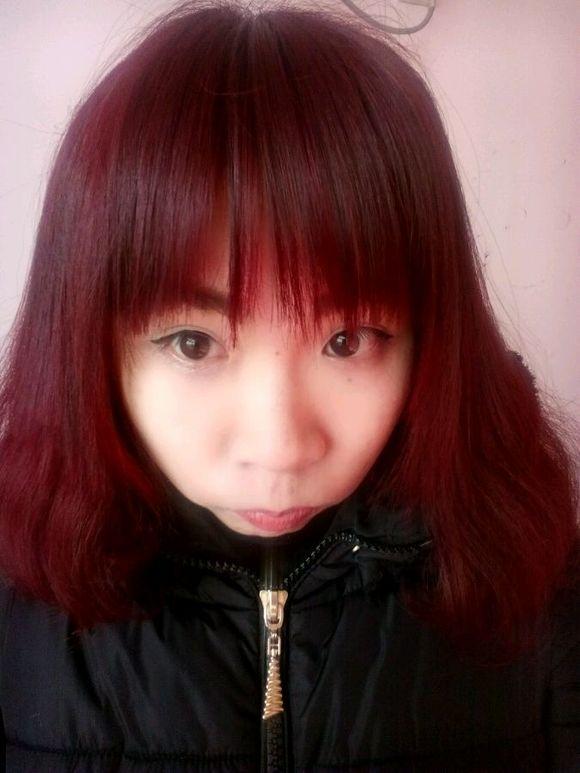 酒红色头发图片 酒红染色发型图片