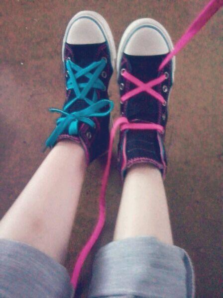 如何用脚绑鞋带教程