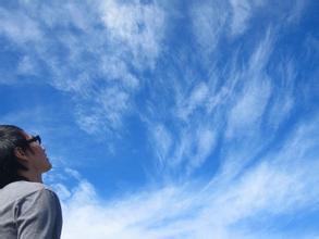 45度角仰望天空头像