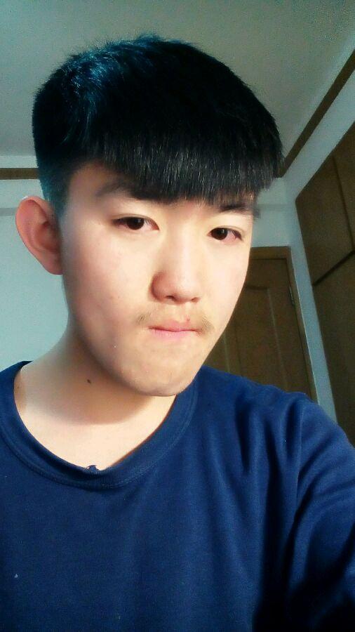 回复:男生发型0328:适合中学生男生的发型推荐