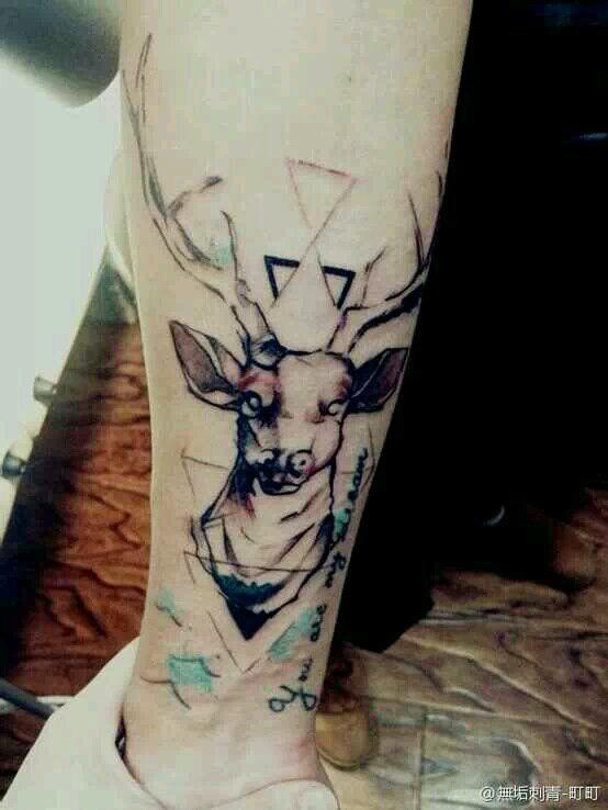 手臂图腾鹿头纹身图案作品图片