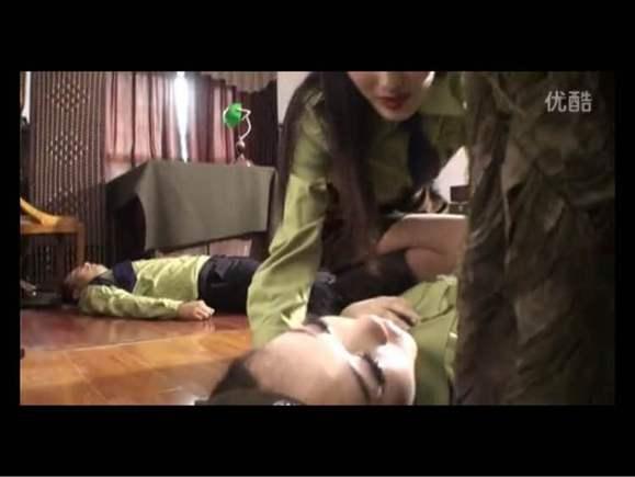 掐美女脖子掐死视频