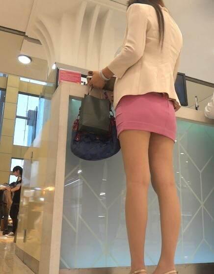 鞋店美女换靴子