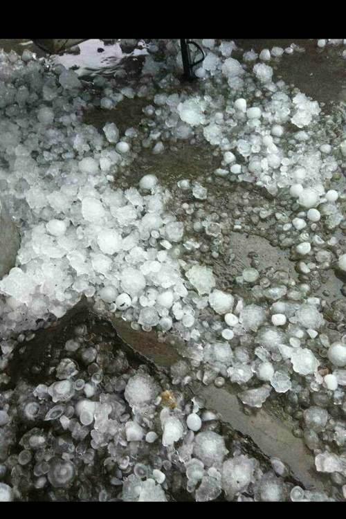 云浮冰雹视频_云浮市第一次见那么厉害的冰雹! 行出街都会死人