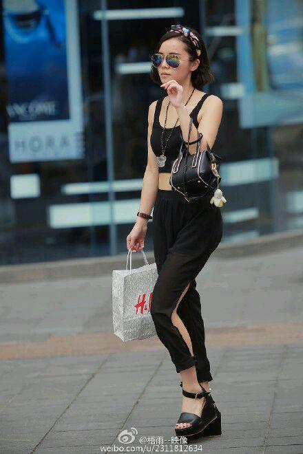 重庆美女街拍2015图片 街拍40度下的重庆美女 夏季街拍短裙美女图片
