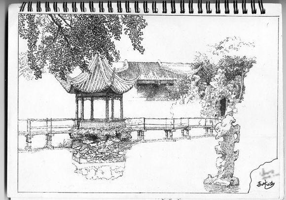 这是我当年在苏州某个园林里画的,很喜欢你们老师的钢笔画,可惜那时候图片