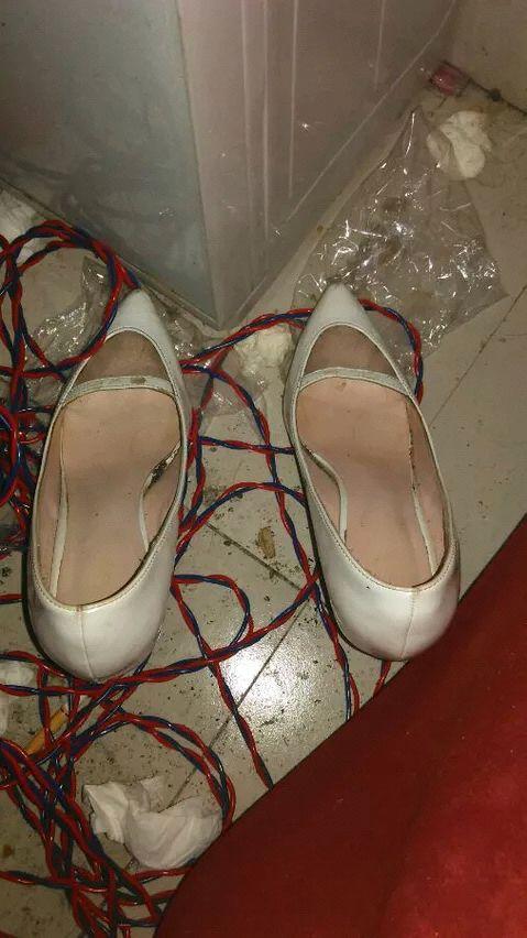 高跟丝袜岳�_岳母的丝袜高跟鞋和内衣胸罩三角内裤