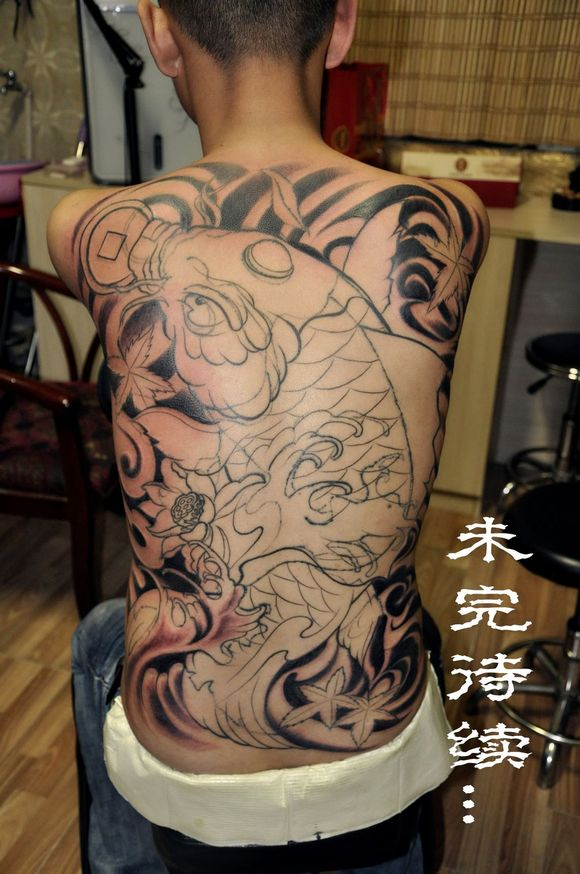 手臂鲤鱼纹身线条手稿分享展示图片