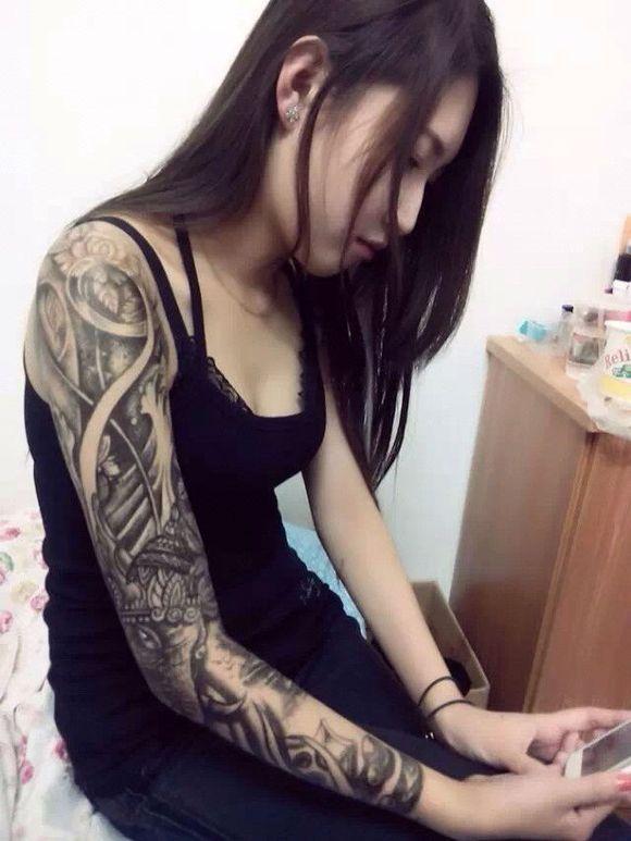带纹身的美女图片