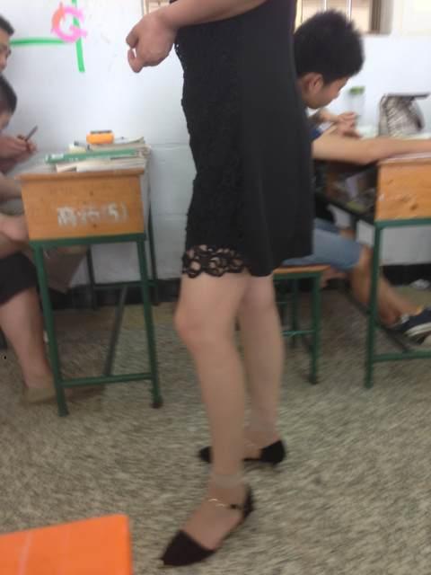 教师裙底春光囹�a_终于拍到老师裙底分享展示