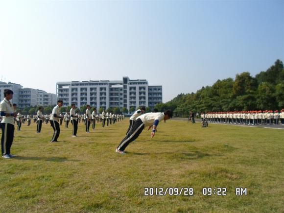 杭州职业学院兼职妹子_往年的一些军训,妹子们辛苦啦_顺德职业技术学院吧