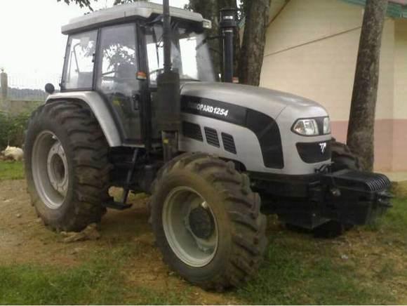 出售福田雷沃大型拖拉机 高清图片