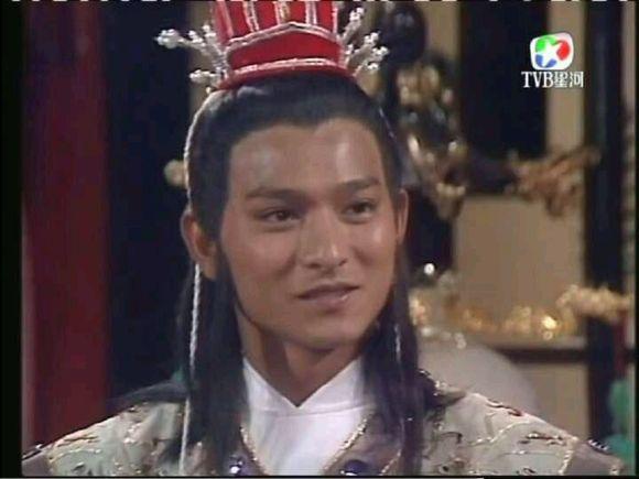 杨业寿诞之日,杨六郎(刘德华 饰)偶遇柴郡主(刘嘉玲 饰) ,一见钟情,却图片