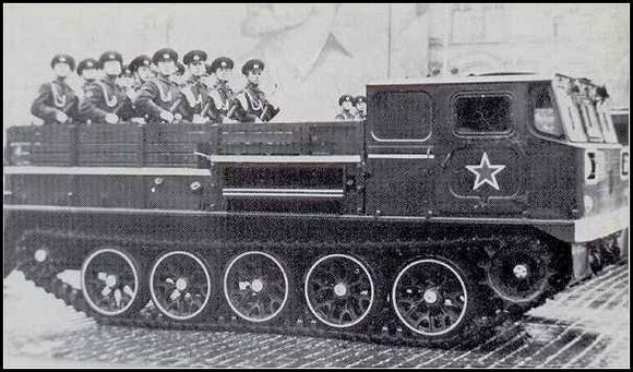 АТС-59Г中型履带式火炮牵引车图片