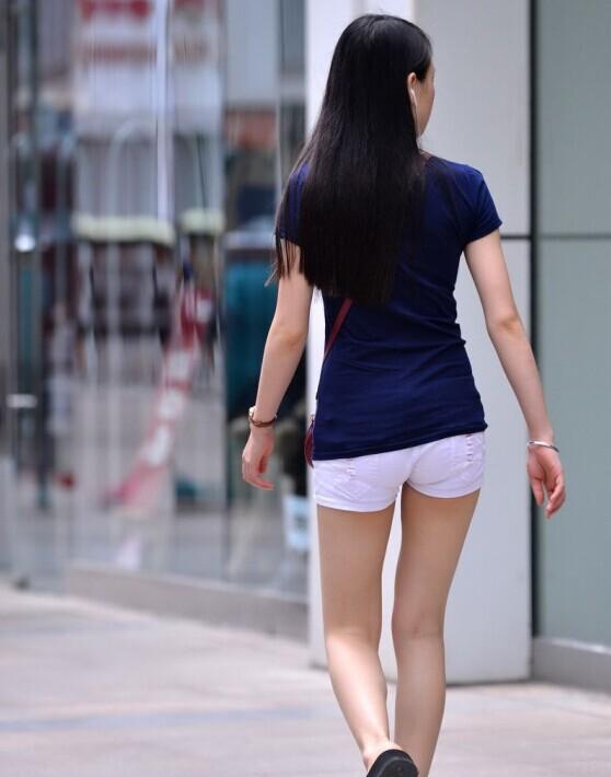 街拍搭上街头美女