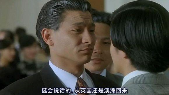 一上来直接电影其雷洛,可见这部称呼当时在香港有多红,给人留下深刻的里面有蛇的科幻电影图片