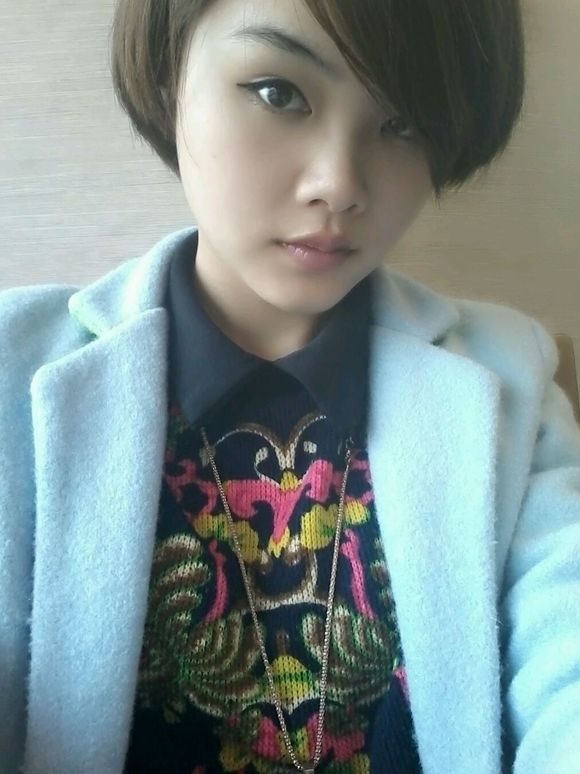 回复:突然很喜欢短头发的女生!图片