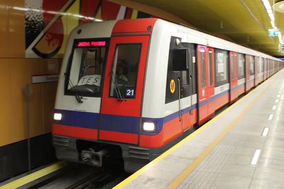 华沙地铁阿尔斯通都市98b(番茄炒蛋三轨版)顶