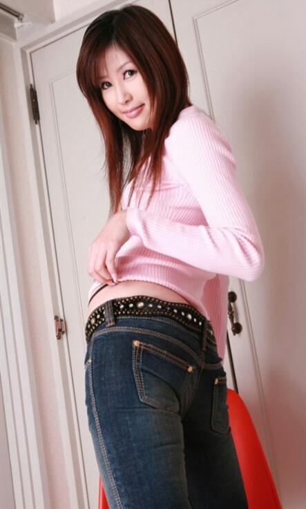 悠悠仓本安奈_藤泽安奈上身粉色衣服 下身牛仔裤是哪部片子 找不到了.