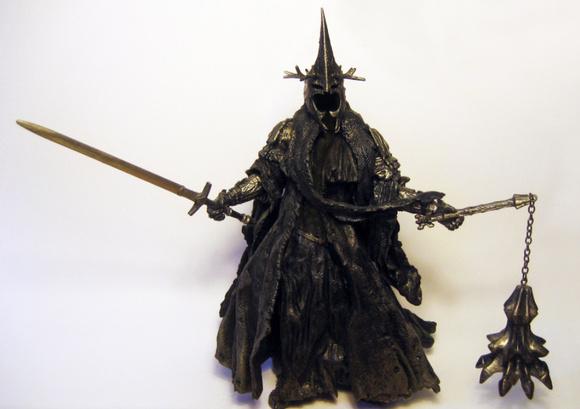 往往都是膀大腰圆或者武功高强的人物,比如魔戒电影中的安格玛巫王和