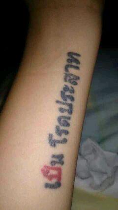 下面的泰文的纹身是什么意思?图片