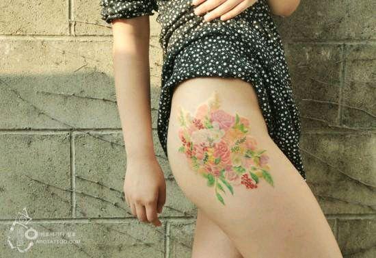 纹在女人b上面的纹身