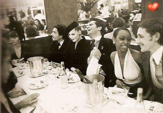 lagerfeld,最右边的年轻美男子好像就是jacques de bascher