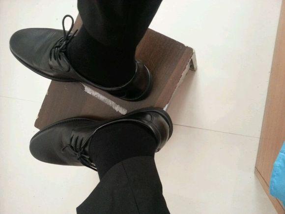 扒帅哥鞋_黑袜皮鞋,最爱,_黑袜帅哥吧_百度贴吧