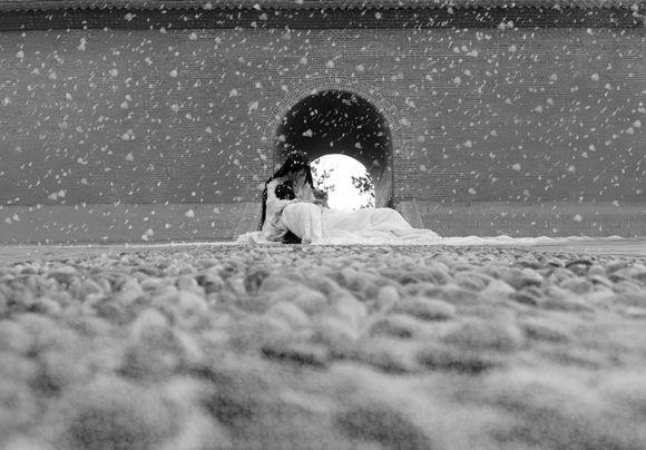 """""""大雪扑簌遍布,积地面那些光矢融化,显出浮玉石马蜂铺就的云台,不止什么东西招雪被图片"""