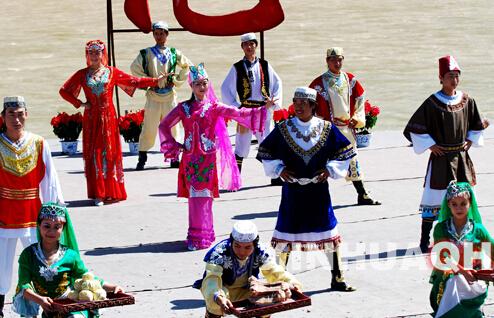 少数民族的服饰和传统节日和风俗习惯图片