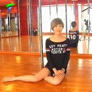 想问一下广东体育频道女主持人的名字,应该是新人来的.图片