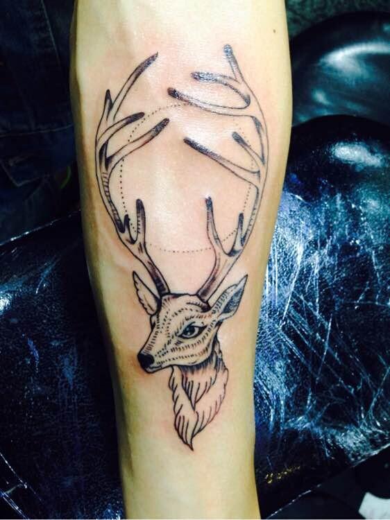 鹿头造型的纹身图片