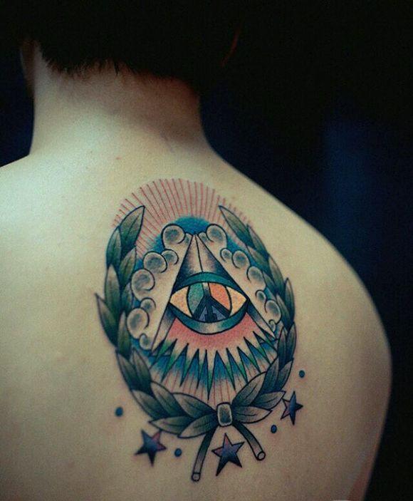 谁有后脖往下一点的纹身图案图片图片