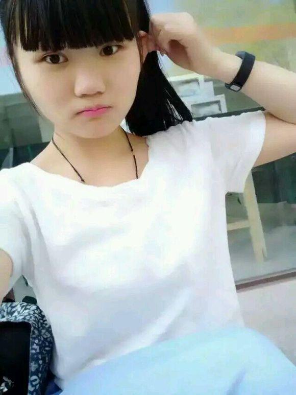 15岁萌妹子照片