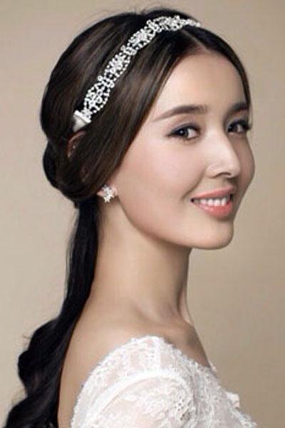 今天贵阳百年真爱婚纱摄影为你带来新娘长发发型图片,为你的婚礼图片