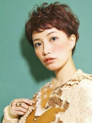 时尚韩国中短发烫发发型图片