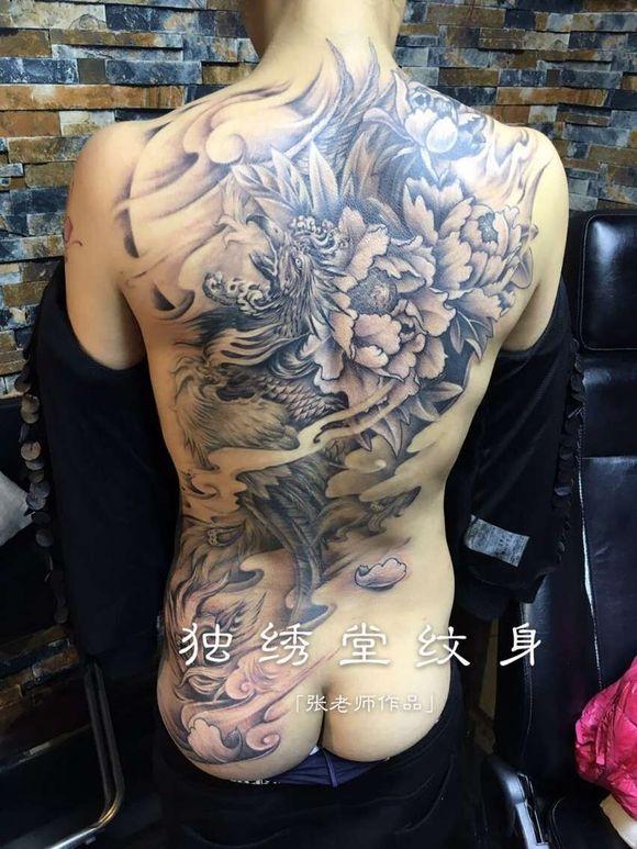 背部纹身女凤凰图片