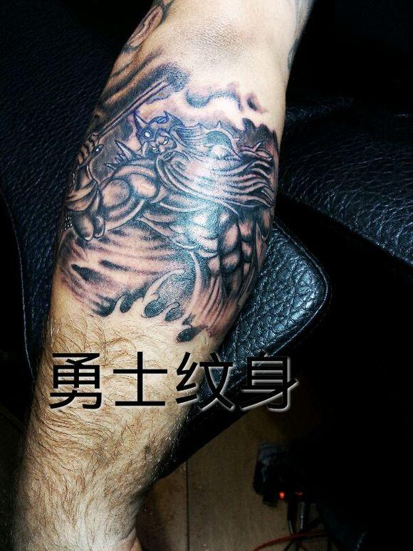 勇士纹身给老外做的海神图片