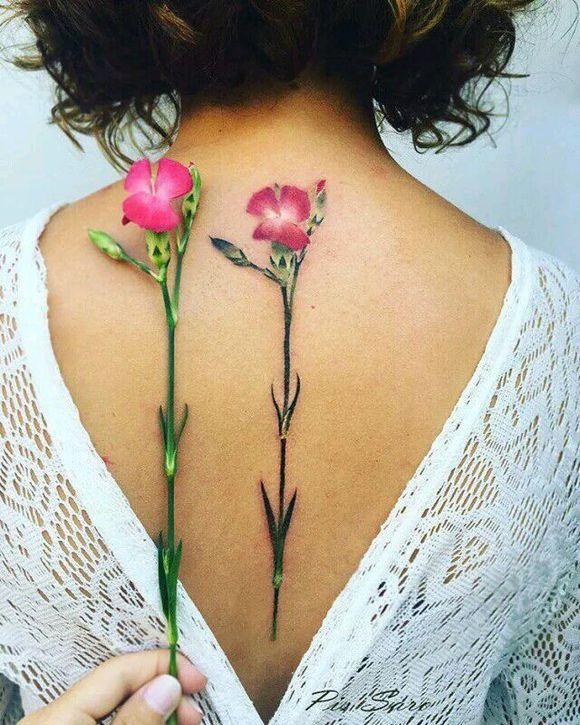 女生后背脊椎纹这,真是极美的 #脊椎纹身##花卉纹身图片图片