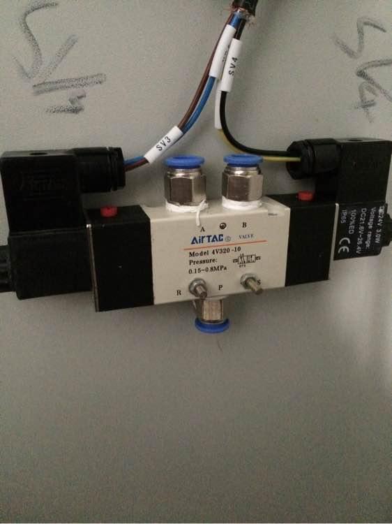 如何控制两个气缸同时进出,怎么接气管图片