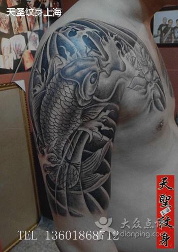 手臂纹身 一款手臂莲花鲤鱼纹身图片